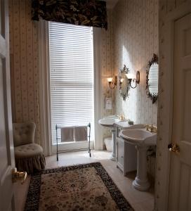 1320841_elegant_bathroom